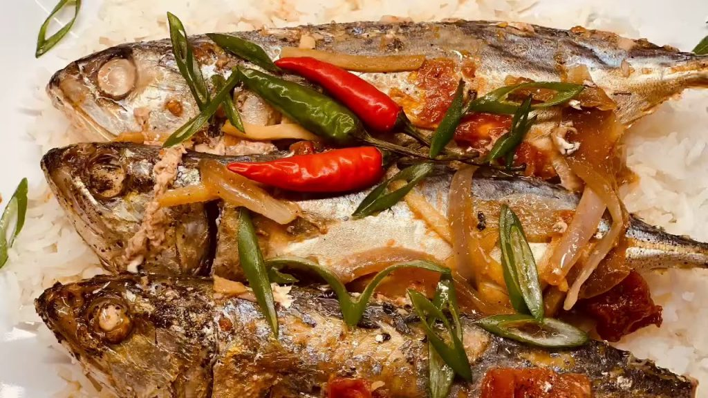 Sinaing Na Isda (Slow Cooked fish in Tomato)